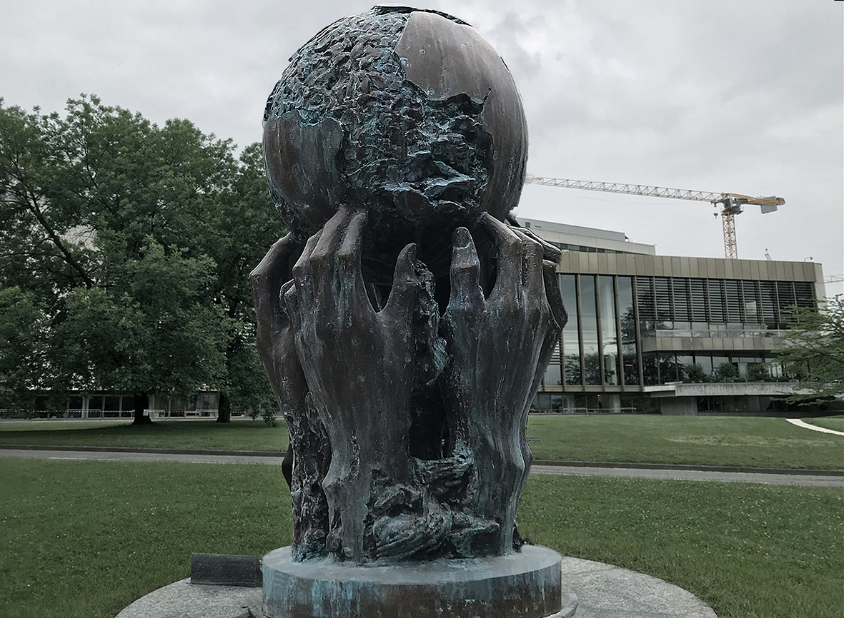 --- Thoughts and Desires --- 380 x 160 x 160 bronze Ariana Park Geneva United Nations